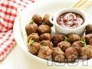 Рецепта Печени малки телешки кюфтенца с доматен сос в тава на фурна
